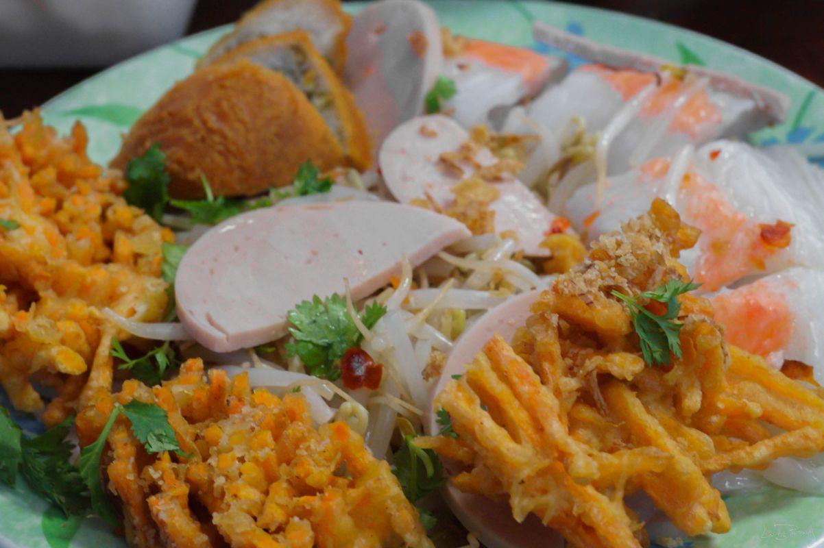 A Vietnamese breakfast - banh cuon