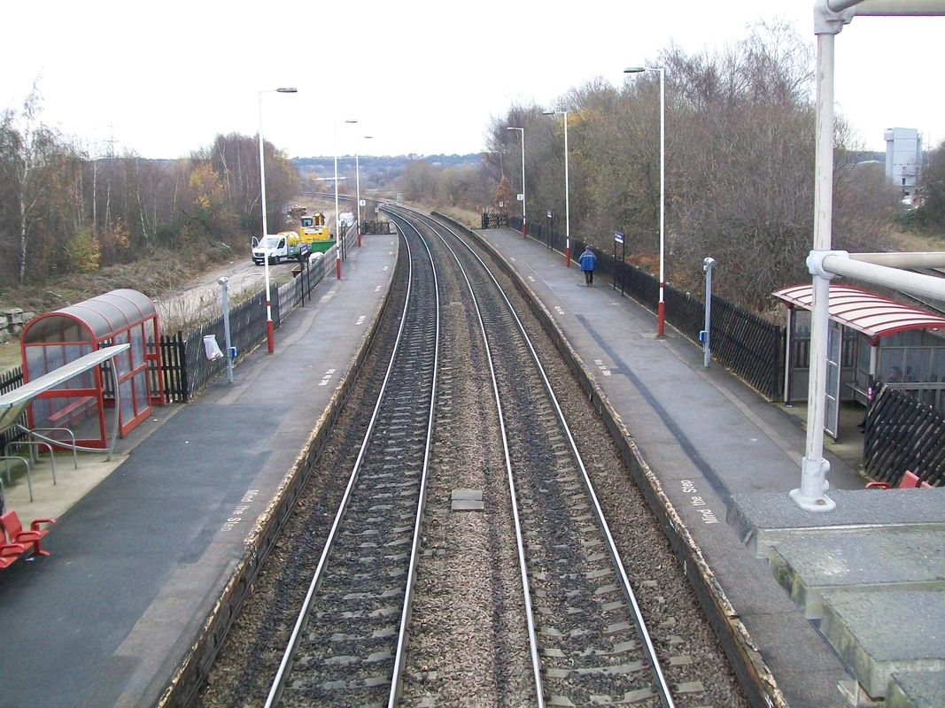 Looking down from the footbridge, at Ravensthorpe station