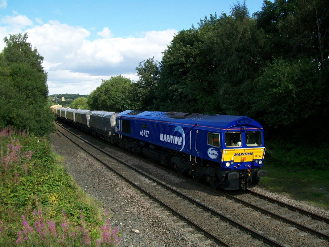 66 727 at Ravensthorpe, with the 6M38, 1125 Arcow Quarry to Bredbury Tilcon