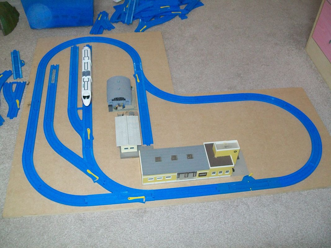 Tomy minimum space layout with 1:87 HO scale station