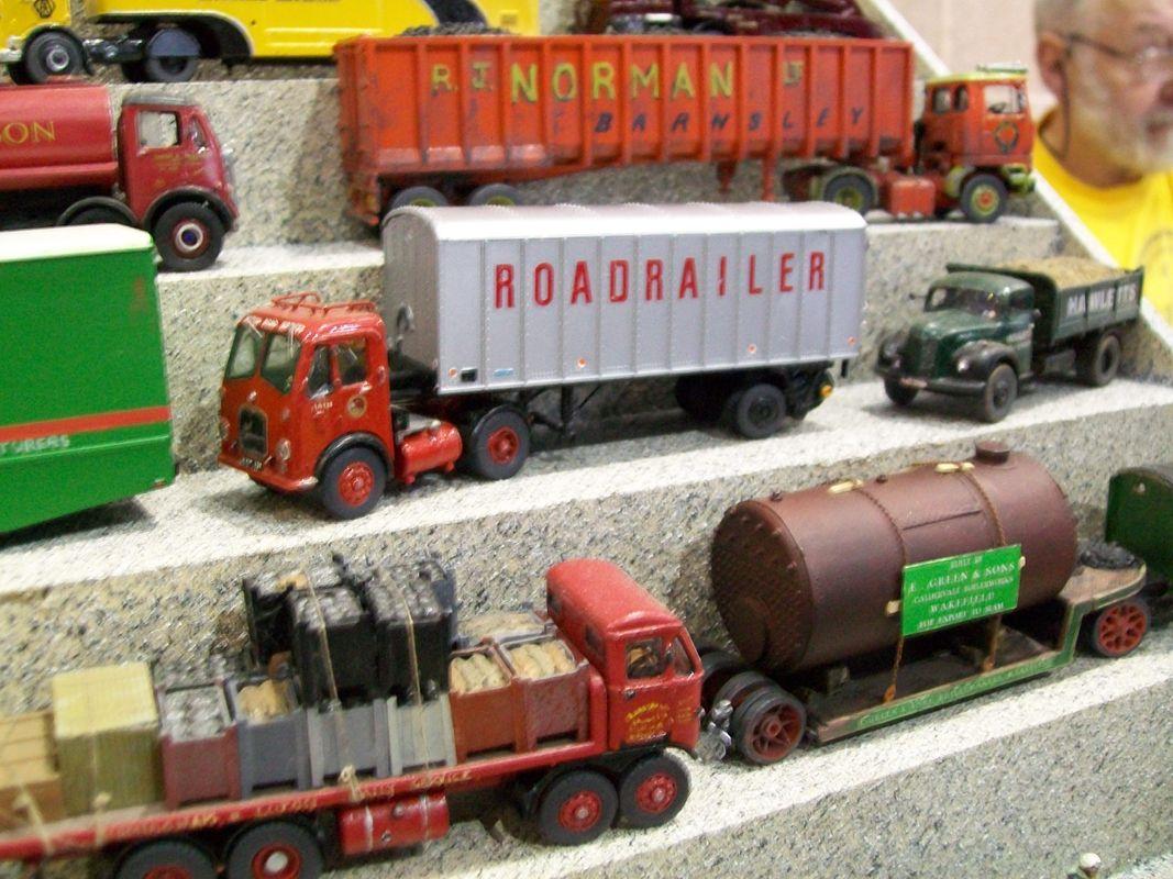 4mm scale / OO gauge Roadrailer model articulated truck