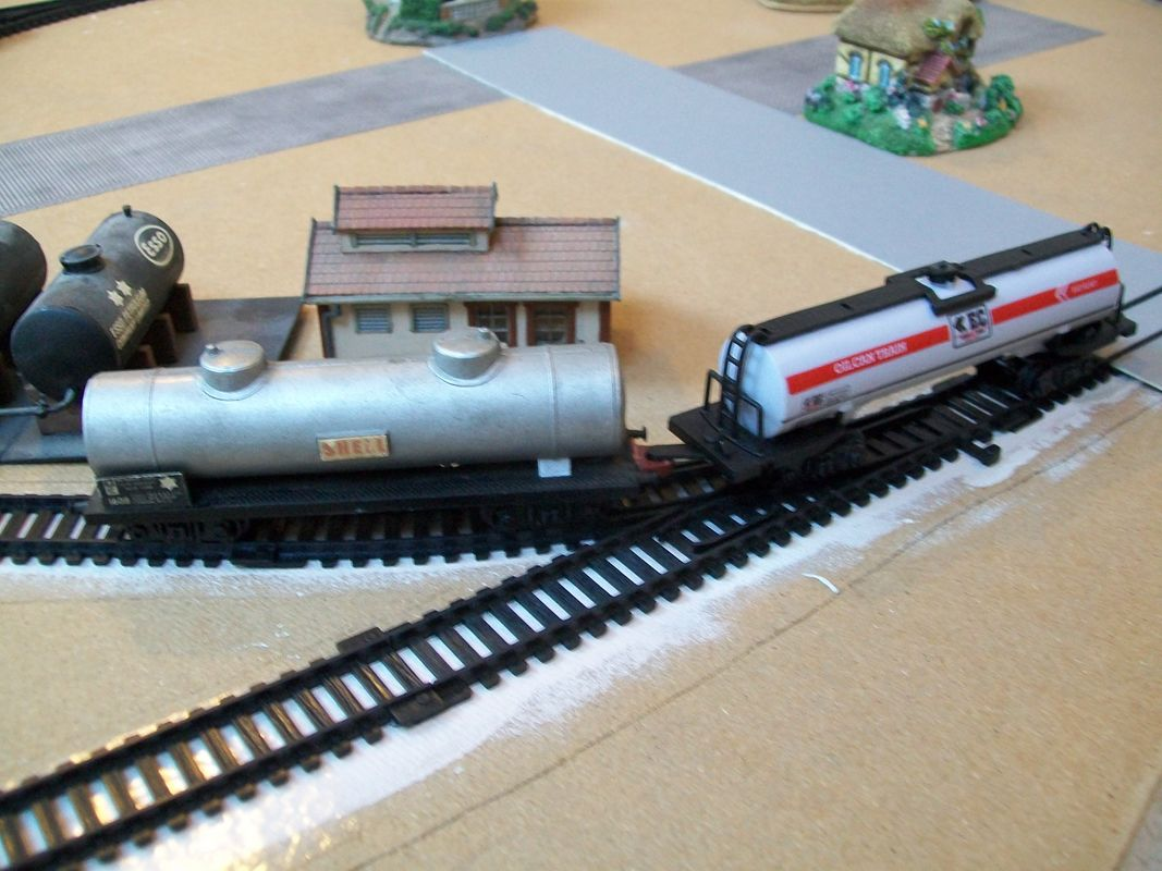 Oilcan train and Jouef tank wagons compared