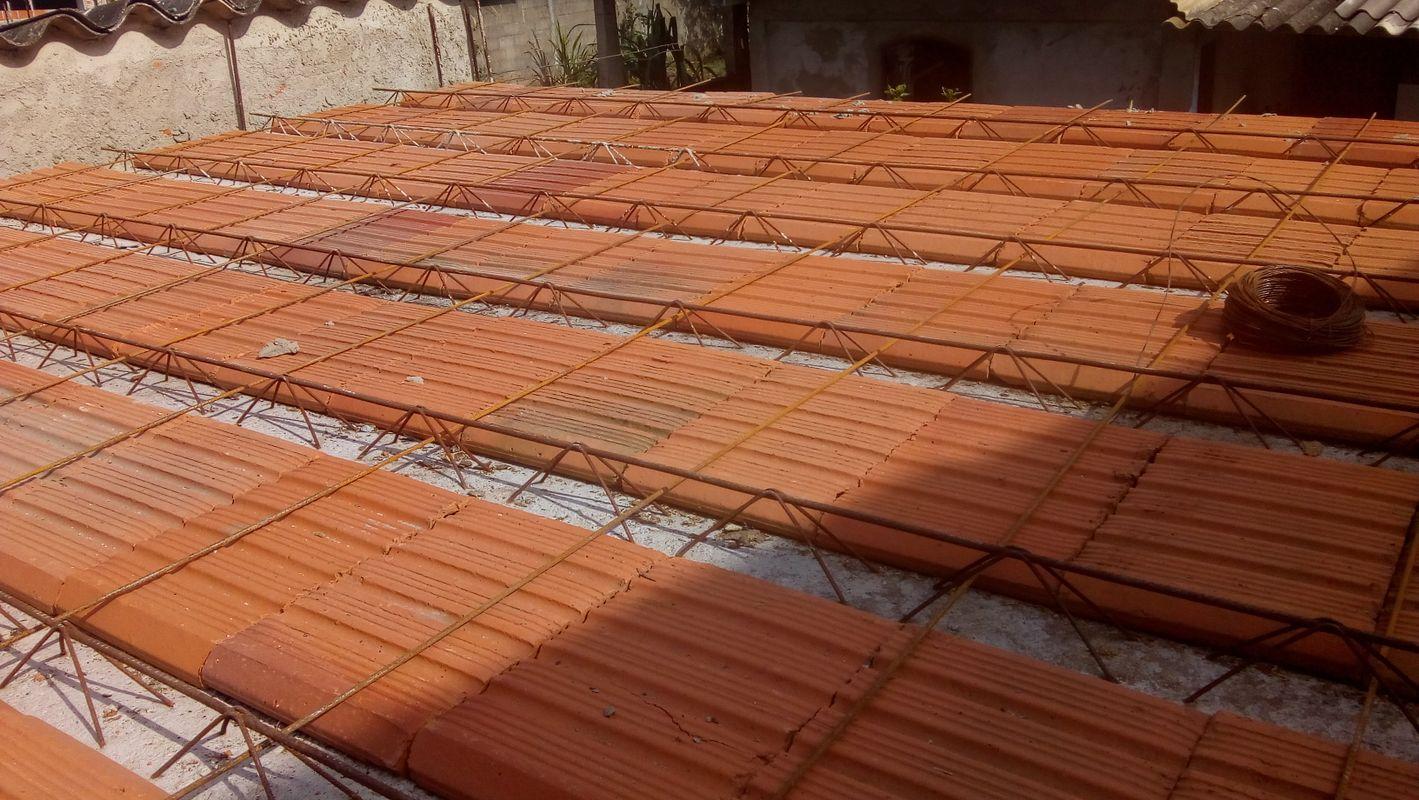 Lage de casa,prota para ser cheia de concreto usinado.