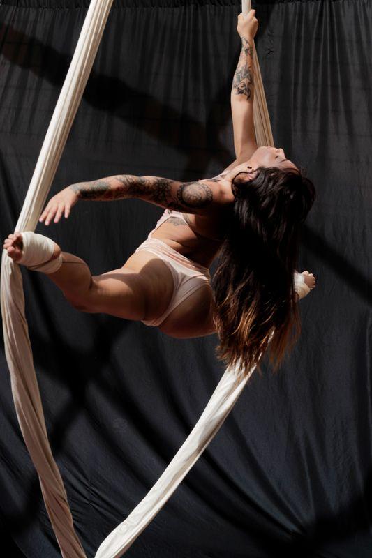 Karolina Von in the silks at Cypress Creek Studio, Wesley Chapel, FL, 2019-05-04