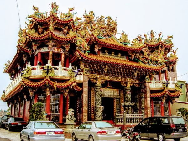 Incredible decorations of a Taiwanese temple