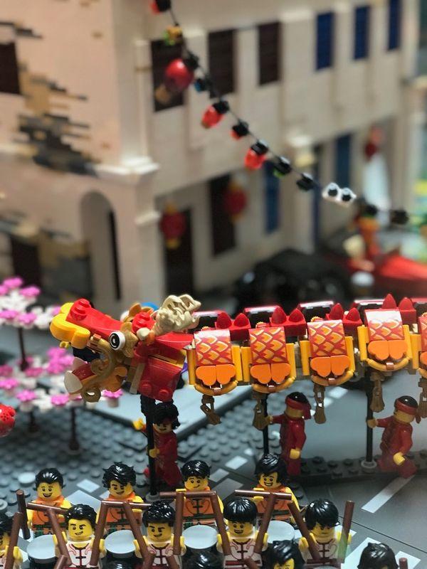 Lego_Dragon_dance