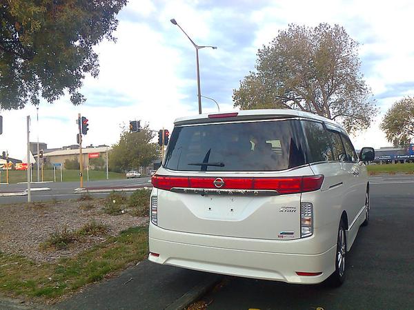 Nissan Elgrand Highway Star, minivan