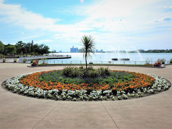 LDS-Beautiful Waterfront Garden