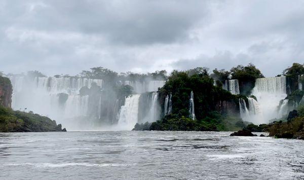 Travel nature waterfalls iguazu falls