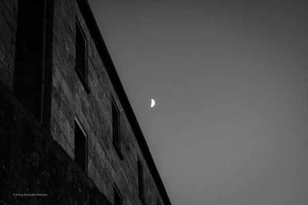 Little moon, tell the story