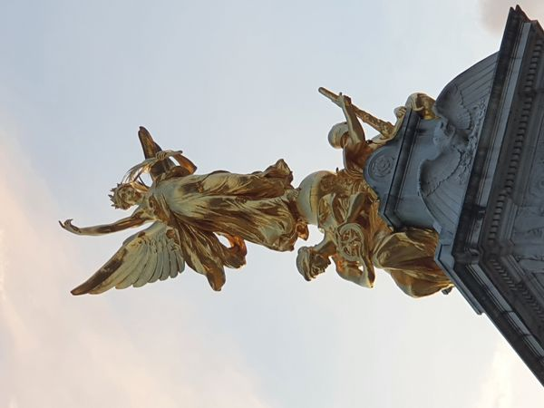 London, Buckingham Palace fountain