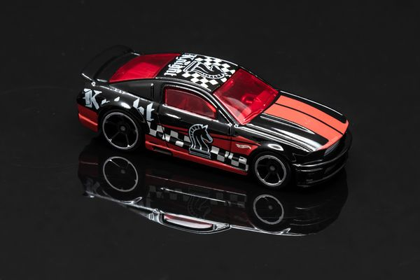 Hot Wheels Checkmate Black Knight Ford Mustang 07