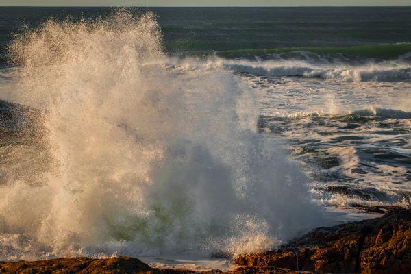 Splashing Crashing Waves