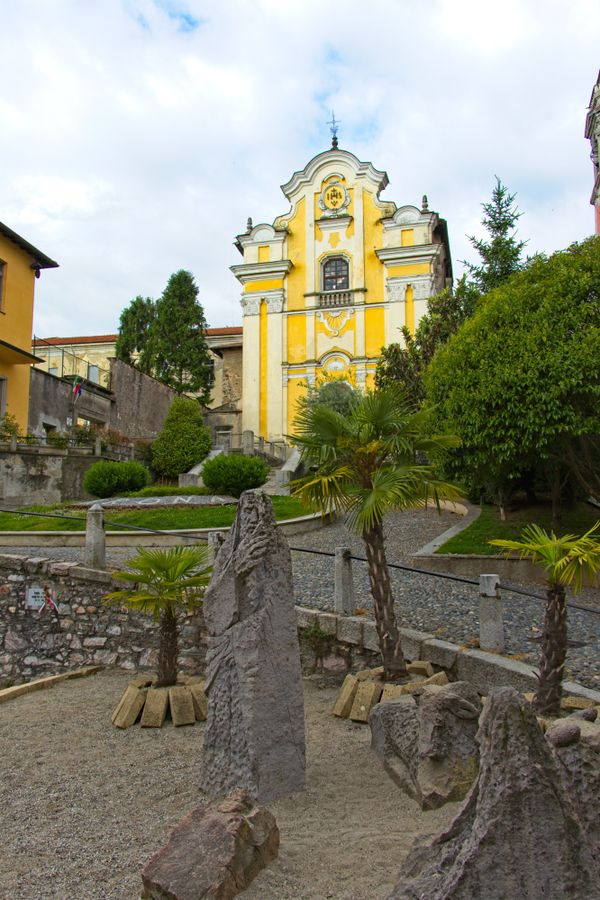 Arona, collegiata church and nativity
