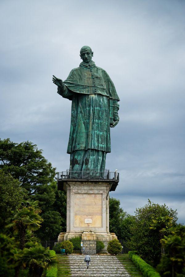Arona, Saint Charles giant bronze statue