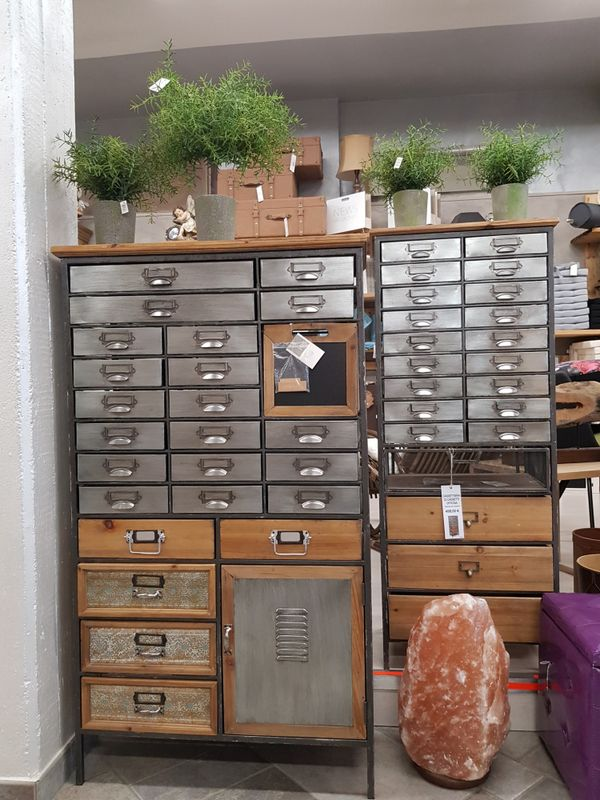 Maduzzi - metal drawers - plain shot