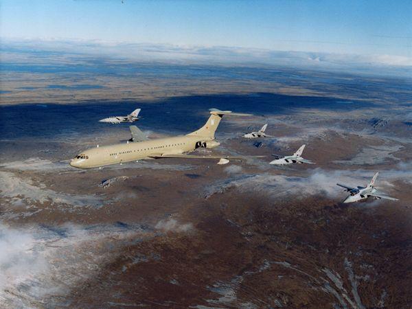 VC10 + 4-Ship Tornados