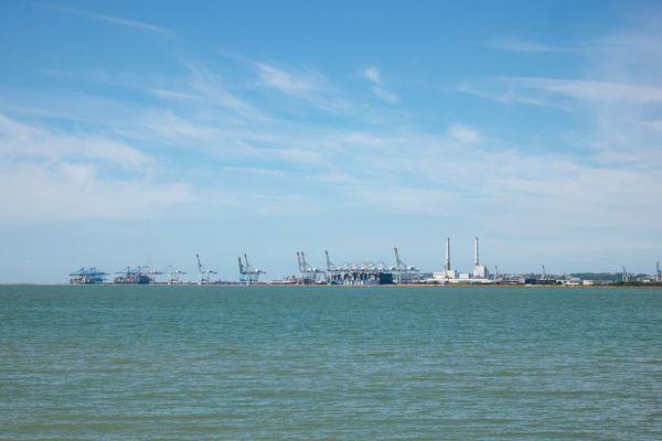 Cranes ... view from Honfleur beach