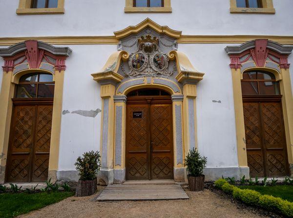 The doors of Decin Caste