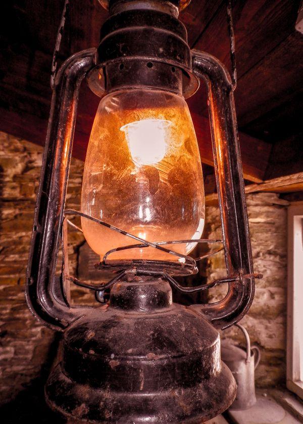 GLOWING DUSTY OLD BLACK HURRICANE LAMP CORNWALL