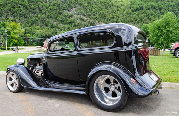 Black 1933 Chevrolet 2 Door Sedan Hot Rod - Vintage cars