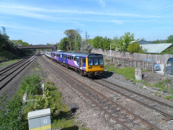 Pacer / 150 sprinter combination passing through Ravensthorpe 15th May 2019