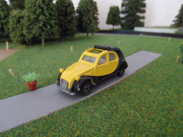 Tomica Citroen 2CV model car