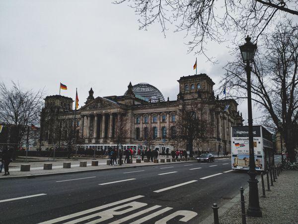 Den Deutschen Volke